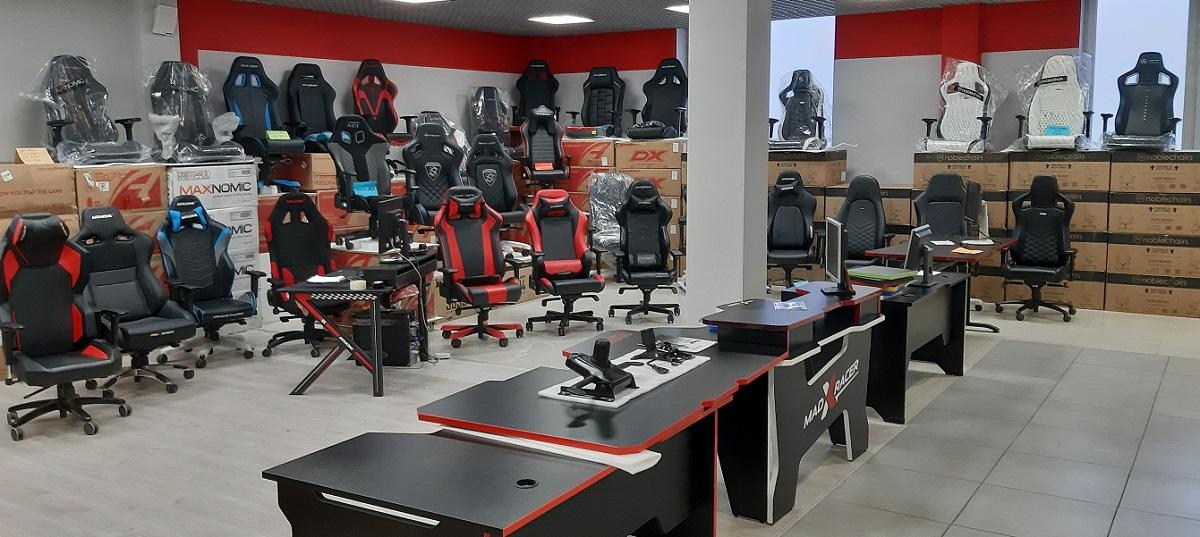 тест-зона игровых столов и геймерских кресел